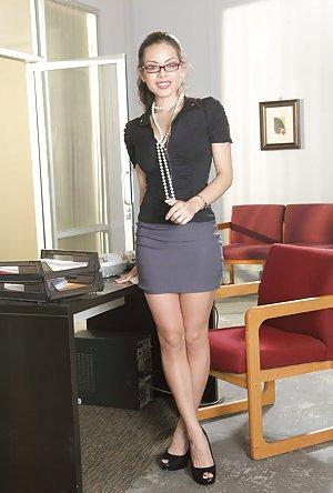 Young Nude Secretary Pics