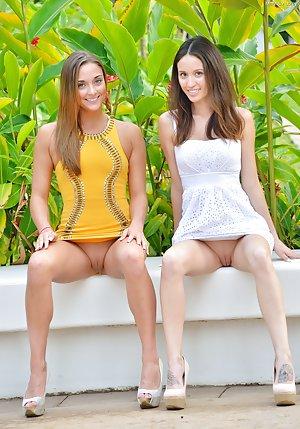 Young Lesbians Pics
