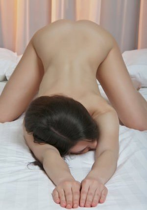 Young Brunette Pics